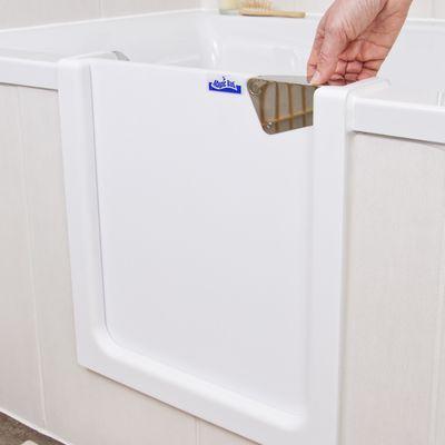 Die Original Badewannentür Von Magic Bad Lässt Sich Leicht öffnen Und  Wieder Schließen. Die