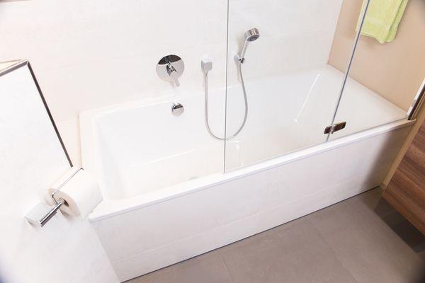 Die Badewannentür Für Den Nachträglichen Einbau Schnell Sauber Sicher